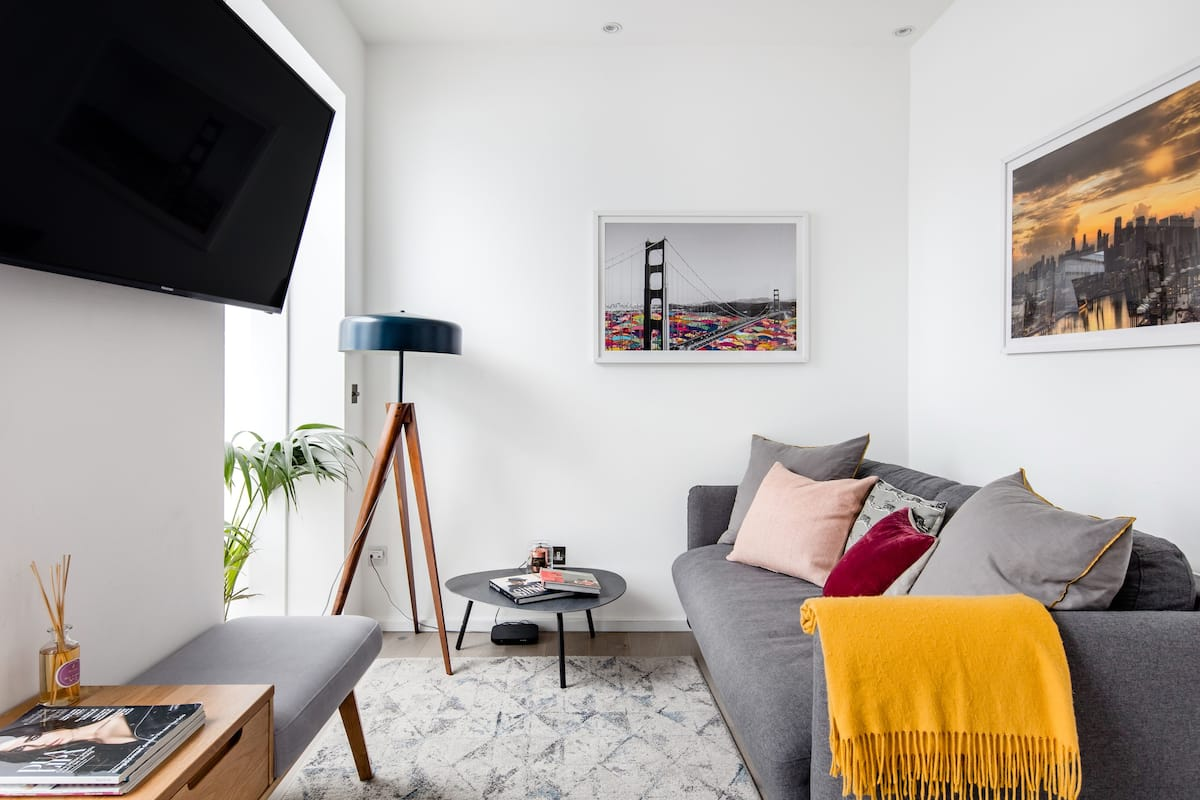 Covent Garden Flat with a Charming Sunroom and Terrace