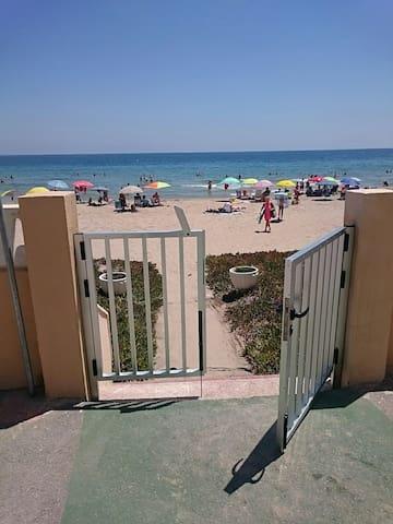 Apartamento en la Playa de Arenales - Alicante, Comunidad Valenciana, ES - Byt