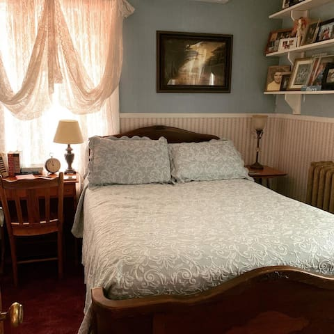 Hydeout Bed and Breakfast-Mary's Room