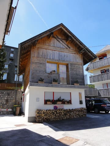 Small cozy house just a step away from ski resort. - Kranjska Gora - Casa