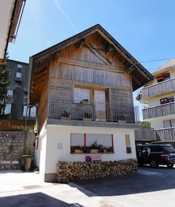 Small cozy house just a step away from ski resort. - Kranjska Gora