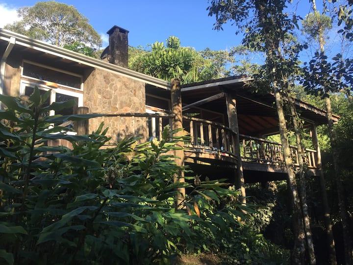 2 Casas na Montanha - Linda Propriedade com Rio