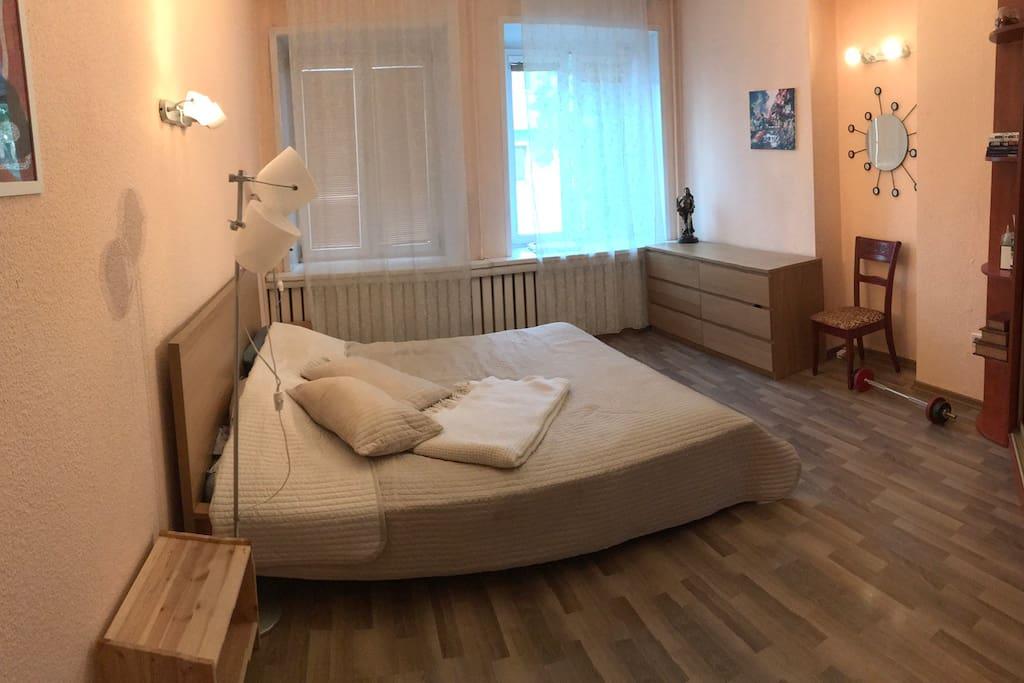 Master's bedroom / Хозяйская спальня