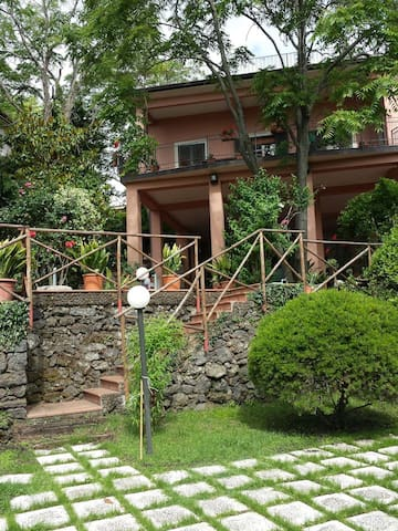Private Villa with garden & parking on Etna