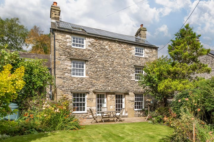 Luxury stone-built Yorkshire Dales  cottage