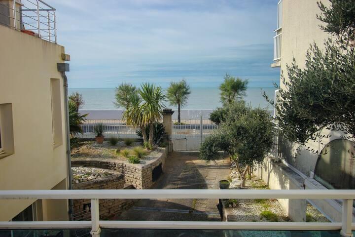 Maison face à la mer avec terrasse & parking