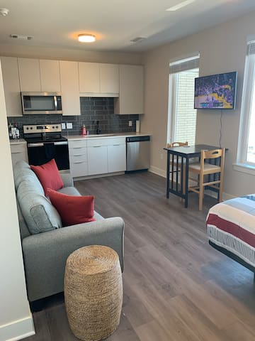 Spacious Business Suite 7mi From Downtown Denver!
