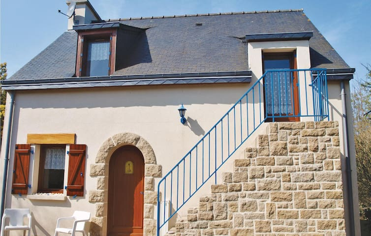Holiday cottage with 3 bedrooms on 97 m² in Fréhel