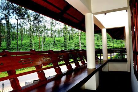 Stay amidst the tea gardens - Meppadi - 家庭式旅館