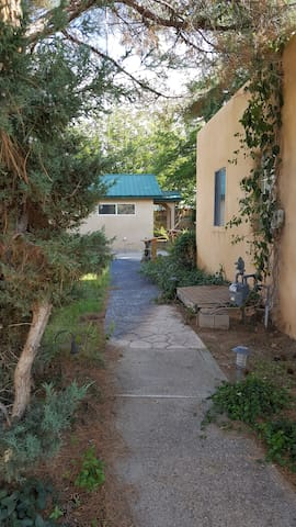 Wildwood Place Cottage - Albuquerque - Gästhus