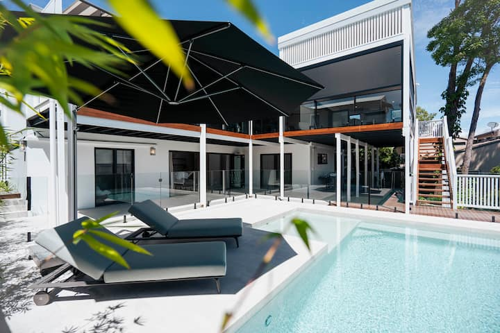 Relaxed Noosa Luxury with River  & Mountain Views