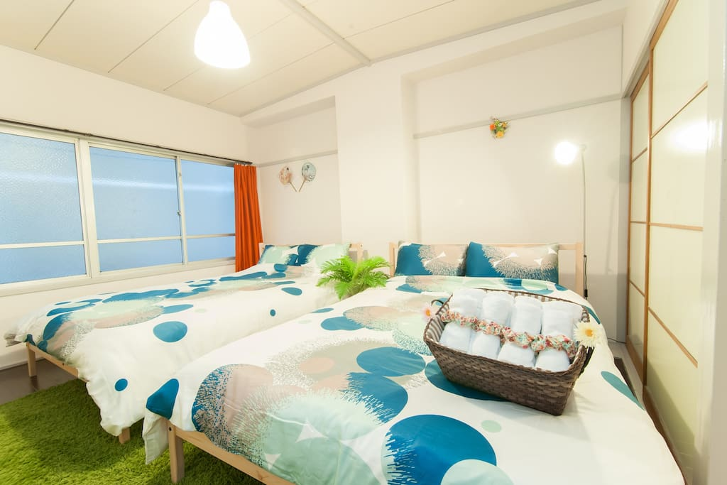 b Comfortable beds and closet with hangers The following keywords let you easily find the room you want to book. 大阪 難波 USJ 道頓堀 大阪城 心斎橋 梅田 関西空港 京都 神戸 奈良 Namba Osaka USJ Dotombori Osaka Castle Shinsaibashi Umeda Kansai Airport KIX Kyoto Kobe Nara