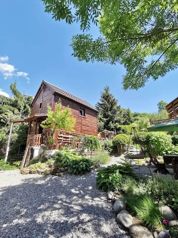 Small but cosy chalet with a beautiful garden