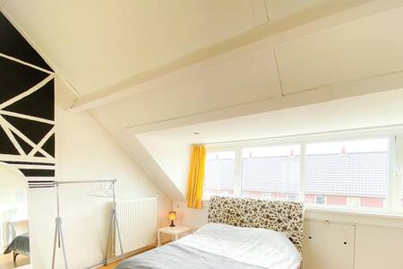 Bright Top Floor Loft in Leidschenveen - The Hague