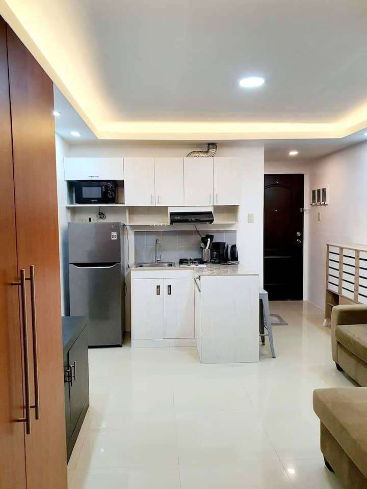 fully furnished near airport and Makati/bgc area.