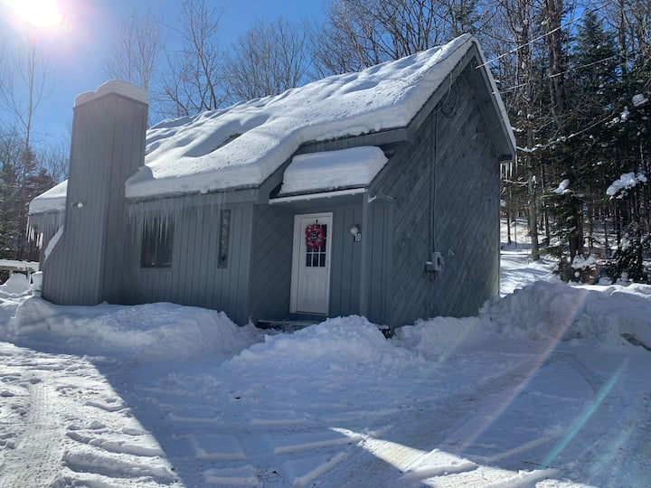 Ski House only 5 minutes from MtSnow