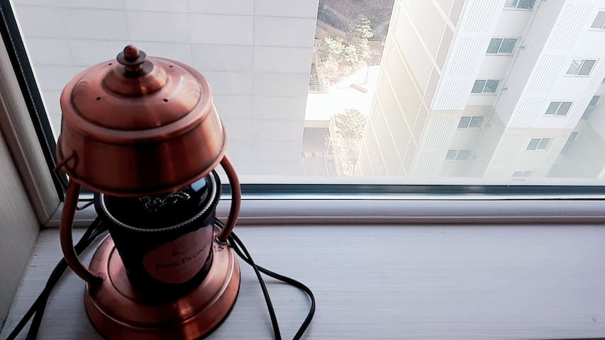 11층 오피스텔이예요~~복층구조라서 윗층에서 주무시고 아래층에서 업무 보실 수 있어요~~