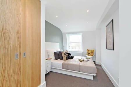 Modern flat, Hyde Park/Marble Arch - London