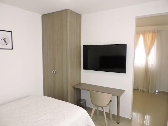 Moderno apartaestudio con aire acondicionado!