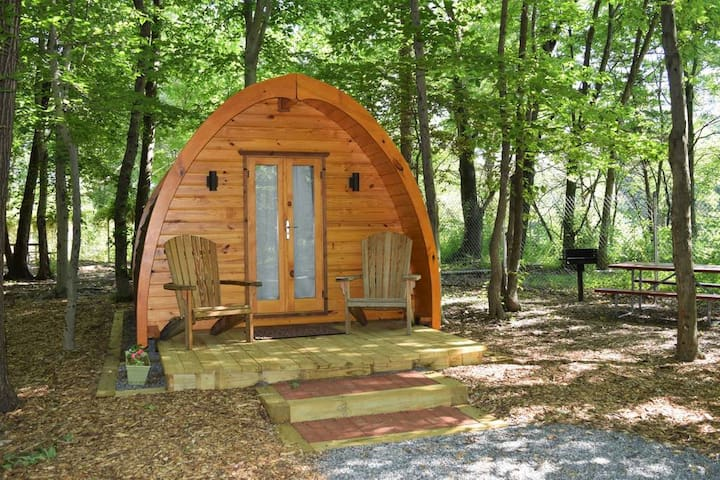 Glamping Pod with Kitchenette/Dining Room