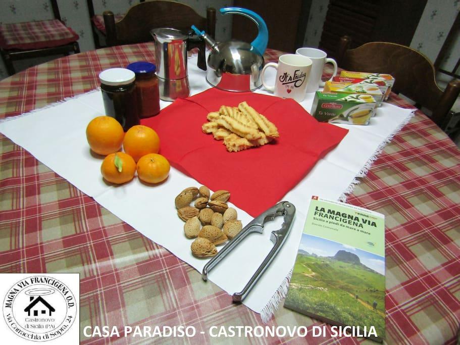 Il nostro modo per dare il benvenuto a chi deciderà di alloggiare in Casa Paradiso.  Usiamo prodotti a km0 della nostra terra siciliana.