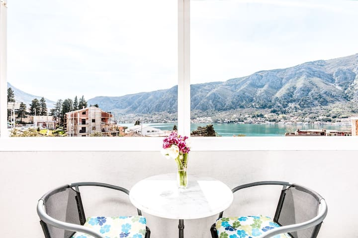 Kotor MODREN Apartment & Amazing view to Sea Side