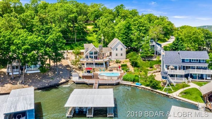 STUNNING lakehouse & private POOL - MARGARITAVILLE