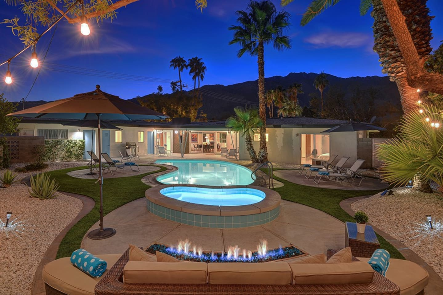 THE MONEY SHOT - THE RETRO HOUSE - PALM SPRINGS VACATION RENTAL POOL HOME