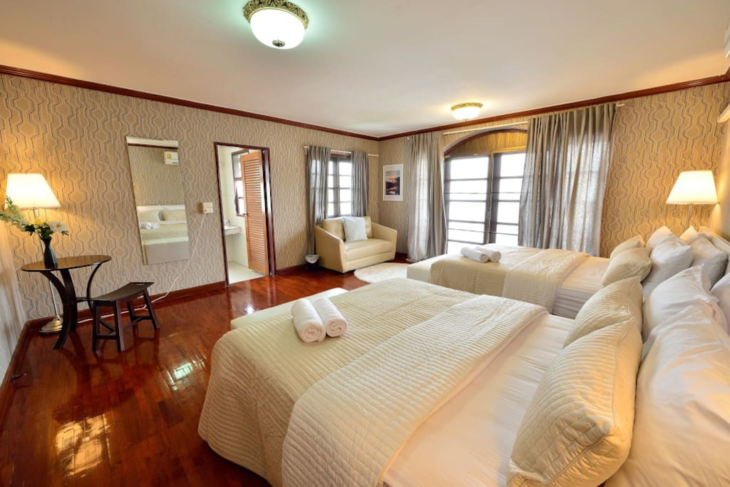 Bright and spacious bedroom with three 5' beds. Yellow is used to bring out the most entertaining scene from the room.