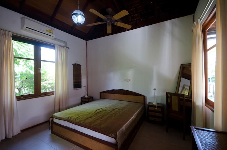 The very generous master-bedroom (30 sqm) with separate bathroom (9 sqm) is situated  in the main house.