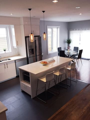 Beautiful New Modern Home