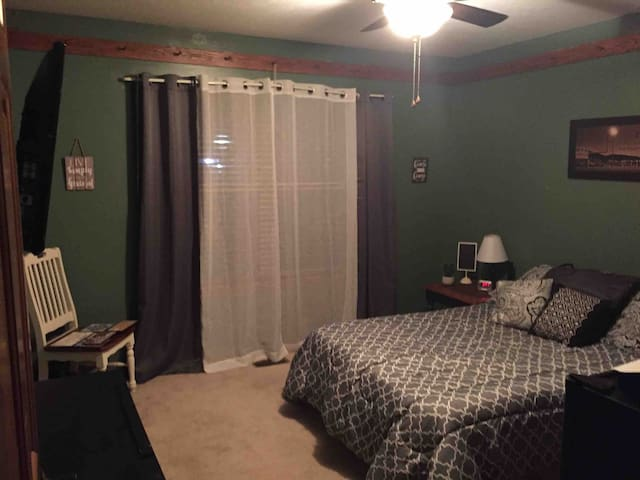 Newer Troy Oh  Priv8 full bed room Long/short term