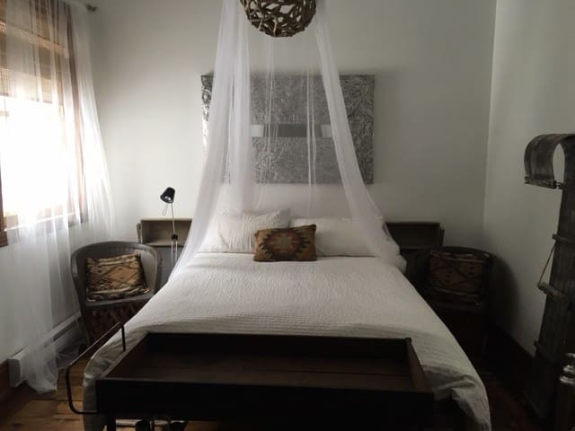 Room for rent - Sainte-Anne-des-Lacs - Casa