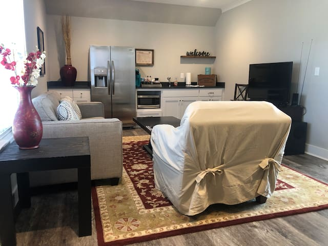 Newly built private garage apt in The Heights!