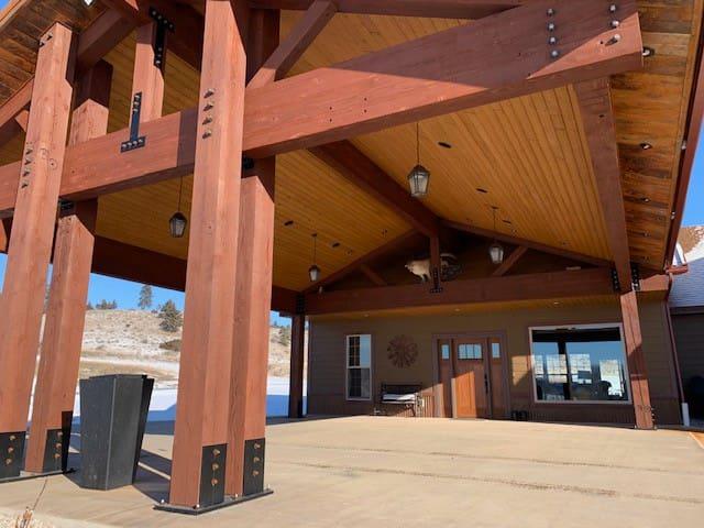 Yellowstone River Lodge