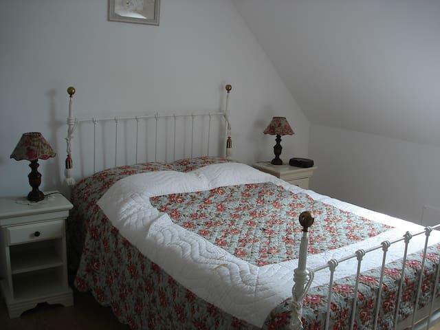 """Chambre d'hôtes """"Tournesol"""" à la campagne - Bourthes - เกสต์เฮาส์"""