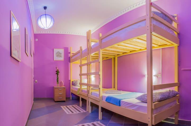 """Кровать1 в 6-местном женском номере - """"Париж"""" - Adler - Annat"""