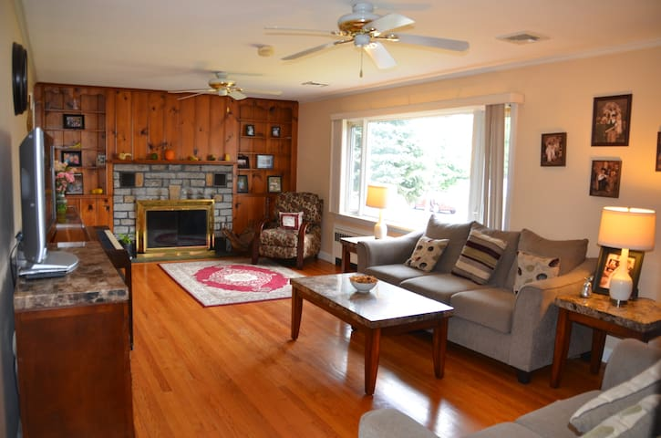 Cozy & Family-Style. Close to Food, Mall and HWYs. - Milford - Casa