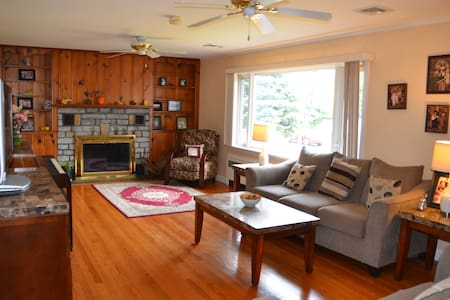 Cozy & Family-Style. Close to Food, Mall and HWYs. - Milford - Talo