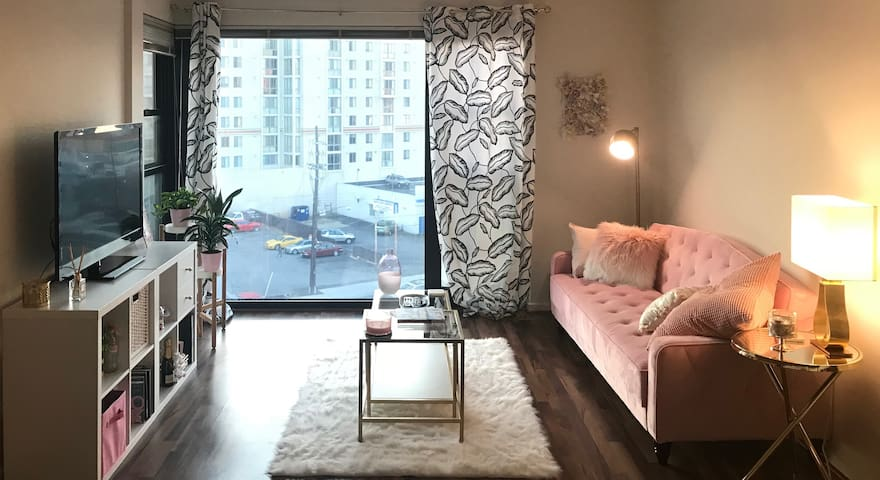 Room In A Chic & Cozy Apartment - Close To Metro