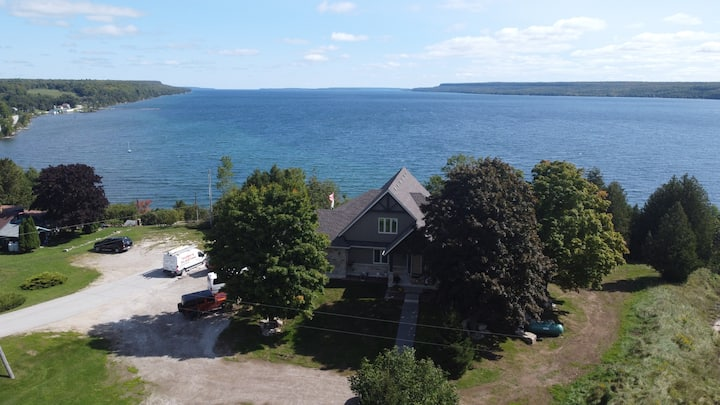 Cedar Falls Lodge with spectacular views of Bay
