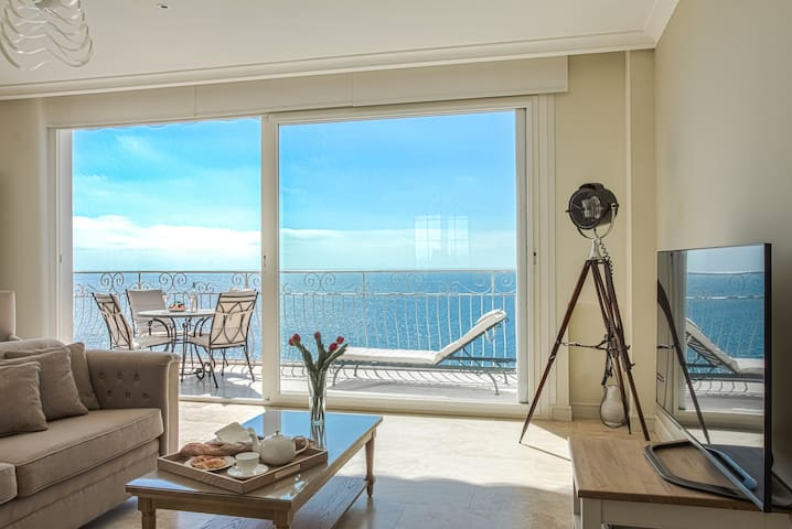 ★Sublime Sea View★Close to Everything★Luxury Apt★