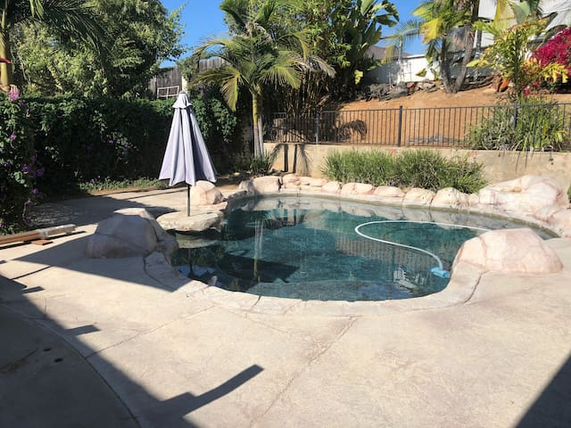 Central San Diego Clean 3/2 Cal King, Pool, Pkg