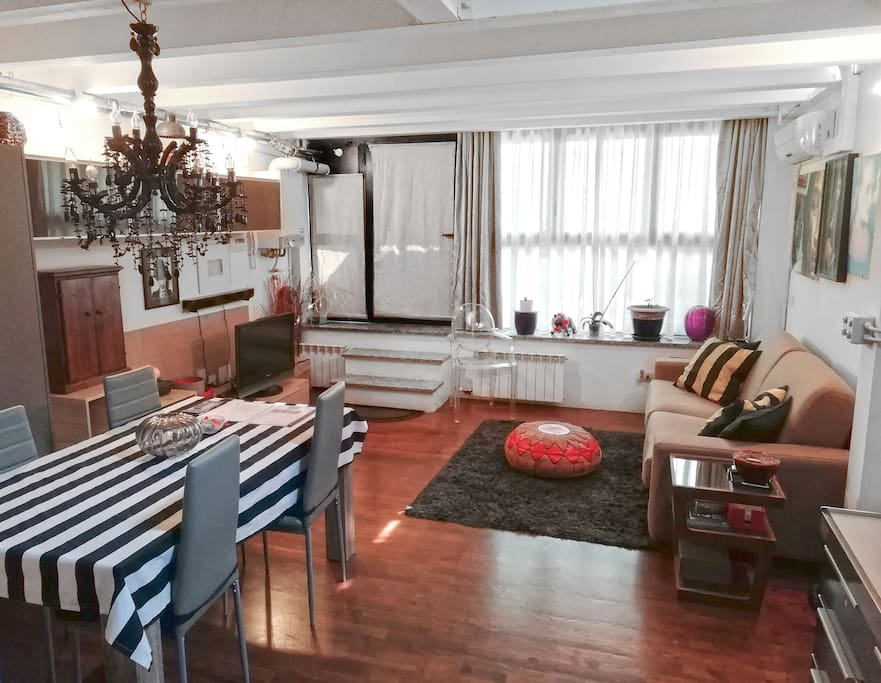 Livello 1 - Soggiorno con divano-letto, cucina e bagno
