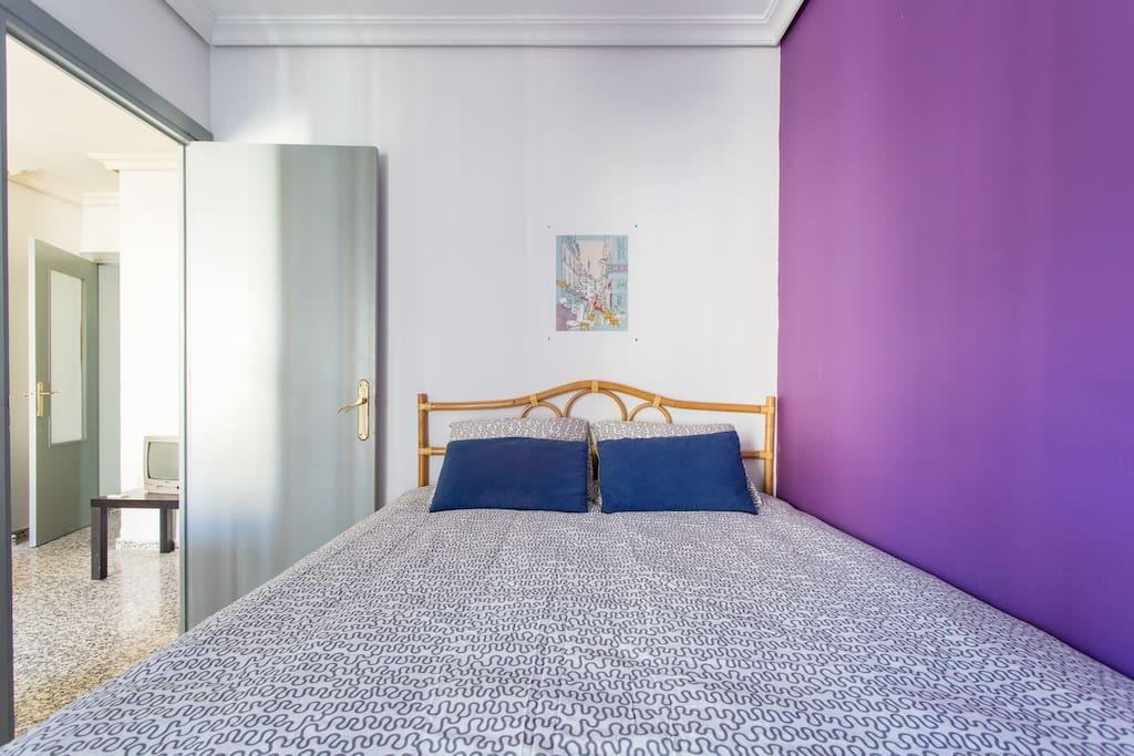 Amplia y cómoda cama doble