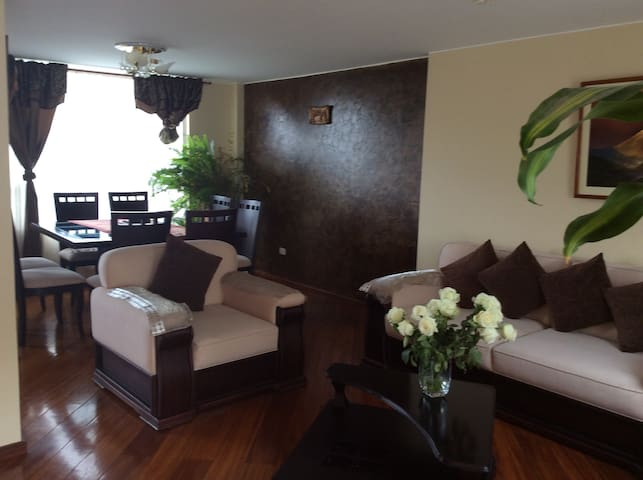 Share - Ambato - House