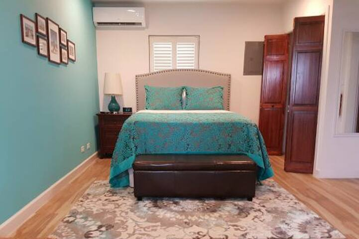 Beautiful Studio, Walk to Beaches and attractions