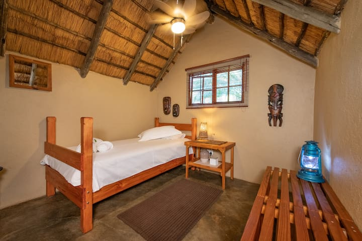 Shumba Safari Lodge Chalet 2: Lone traveller