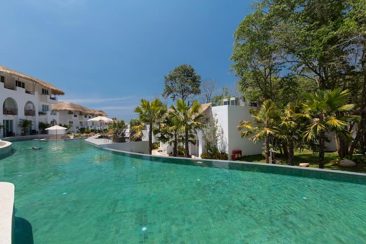 1-bedroom pool access at 5 star resort!