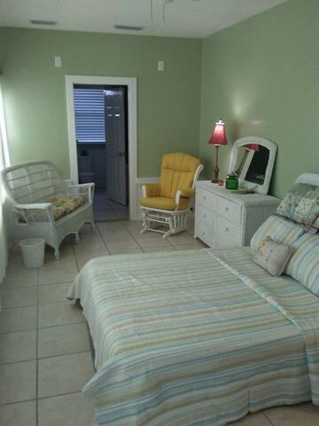 Davis Shores Suite